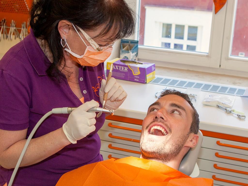 Zahnbehandlung im Frontbereich